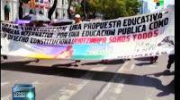 Los #profesores #mexicanos reforzaron el #plantón que mantienen en el #Monumento a la #Revolución en la Ciudad de #México, en protesta por la #reformaEducativa, cuyo objetivo, aseguran, es debilitar el #movimiento en contra de las #políticas #neoliberales del #gobierno. Uno de los principales aspectos que rechazan los #docentes es la puesta en #marcha de una #evaluación que en caso de ser aprobada puede ser su despido.