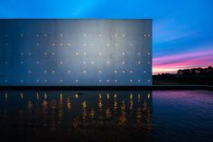 Galeria - Le Chai Ballande, pontilismo de luzes na fachada de uma vinícola - 1