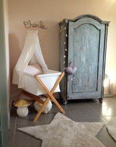 Baby room romantic neutral chic decorated by Anne Claire Ruel Baby Bedroom, Nursery Room, Kids Bedroom, Nursery Decor, Star Nursery, Nursery Themes, Boy Room, Baby Decor, Kids Decor