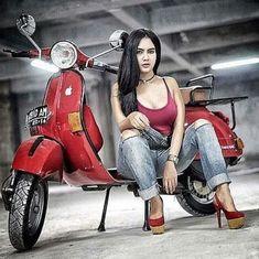 Sexy babe with red Vespa Piaggio Vespa, Lambretta Scooter, Vespa Scooters, Scooter Motorcycle, Motorcycle Girls, Bus Girl, Vespa Girl, Scooter Girl, Red Vespa