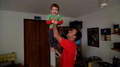 Globo Repórter - Analista adota modelo econômico para ficar mais perto dos filhos 'A gente quer crescer junto com eles', diz Patrício. Uso de bicicleta, intercâmbio de roupas e economia do planeta fazem parte do modelo.