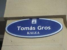 Placa de la Calle Tomas #Gros. Arquitecto encargado de diseñar el ensanche del barrio de Gros. También da nombre al barrio.
