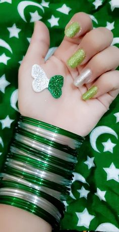 14 August Pics, 14 August Dpz, Cute Girl Photo, Beautiful Girl Photo, Independence Day Pictures, Happy Independence, Pakistan Independence, Dps For Girls, Henna Art Designs