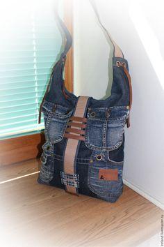 Купить или заказать Джинсовая сумка через плечо 2 в интернет-магазине на Ярмарке Мастеров. Сумка застёгивается на молнию, внутри подкладка и джинсовый карман на молнии. Ручка - джинса и ременная лента, отделаны кожей. Карманы с лювермами и хольнитенами. У сумочки жесткое дно - она даже пустая держит форму.