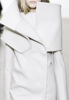 who needs a crown when you have a collar? - Jil Sander FW08 - white fashion coat