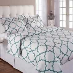 So hard to find any print with a TRUE quatrefoil on it, too bad I just ordered my bedding for next year :/