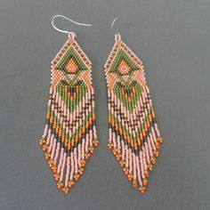 Pale peach  seed bead earrings  peyote earrings by | http://coolearringscollections.blogspot.com