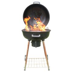 Eight Things No One Ever Teaches You About Grilling:TV's grilling expert, Steven Raichlen, offers barbecue techniques for how long to grill, how much to grill, and pretty much everything else you need to know for perfect meat this summer. Great tips! Charcoal Grill Smoker, Best Charcoal Grill, Summer Grilling Recipes, Grilling Tips, Perfect Grill, Weber Bbq, Smoke Grill, Cooking On The Grill, Cooking Tips