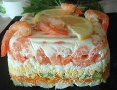 Салат с креветками креветки 500 гр картофель 1 шт, морковь 1шт, авокадо 1-2 часть, яйца 2 шт, соль, желатин 2 ч л, вода о,5 стакана, майонез, сметана Украшения-зелень,лимон креветки