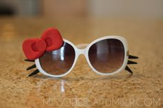 hello kitty sunglasses    Google Image Result for http://www.roxyinthecity.com/wp-content/uploads/2011/05/tumblr_lkpez2TdS61qa63fbo1_1280.png