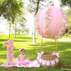 New birthday photoshoot props air balloon 30 ideas 1st Birthday Photoshoot, 1st Birthday Party For Girls, Baby Party, Baby Birthday, Balloon Birthday, Birthday Ideas, Party Decoration, Birthday Decorations, Foto Baby