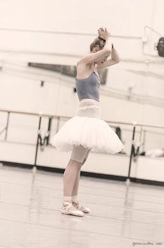 New York City Ballet, warm up, ballerina pointe shoes / Garance Doré