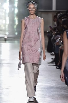 See the complete Mint Designs Tokyo Spring 2016 collection.