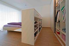 Sie wollen den Raum, welchen Ihnen Ihr Schlafzimmer bietet optimal nutzen? Wir kombinieren Ihr individuell gestaltetes gemütliches Bett mit einer geräumigen Schranklösung😊 Sweet Home, Loft, Bed, Furniture, Home Decor, Bedroom Bed, Reach In Closet, Side Wall, Store Shelving