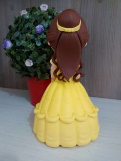 Princesa Bela em biscuit de A Bela e a Fera Peça decorativa com aproximadamente 20 cm de altura. Consulte valores para outros tamanhos