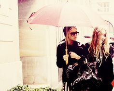 2 fashionable sisters