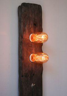 Lampe en bois flotté Double Trouble par TypewriterBoneyard sur Etsy