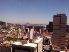 Centro do Rio de Janeiro, ao fundo a Ponte Rio-Niterói. Em 06 de Fevereiro de 2014.