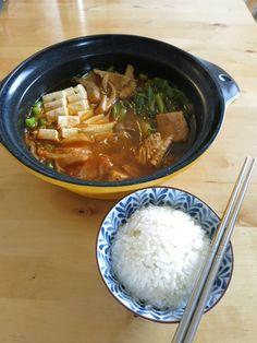Laks i kimchi suppe Kimchi, Tofu, Ramen, Curry, Japanese, Ethnic Recipes, Japanese Language, Kalay, Curries