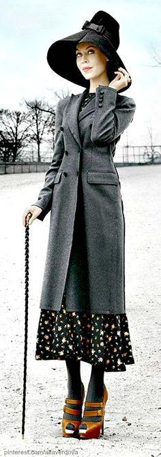 Ulyana Sergeenko being Mary Poppinsich