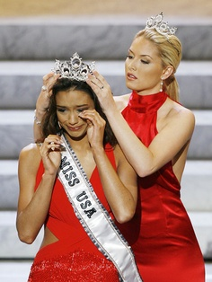Rachel Smith being crowned Miss USA 2007.  She's one of my favorite Miss USAs.