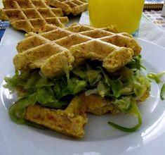 Waffles de farinha de grão-de-bico.