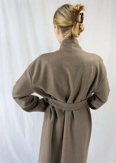 Sorént Oslo | IRIS Coat | Women's wear Taupe Color, Wool Fabric, Oslo, Coats For Women, Iris, Women Wear, Sleeves, Model, How To Wear