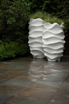 Contemporary Planters for Outdoor and Indoor Garden Accessories Design Ideas by Marie Khouri design photo Contemporary Planters, Modern Planters, Outdoor Planters, Outdoor Gardens, Tall Planters, White Planters, Indoor Outdoor, Modern Vases, Contemporary Design