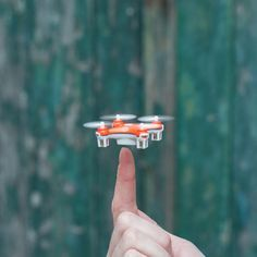 Meet the SKEYE Nano Drone, measuring just 4.0 x 4.0 centimeter (or 1.57 x 1.57 inch)! An incredible quadcopter, so small it can easily sit on your thumb and fly