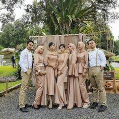 Best Ways to Wears Same Hijab When You Are in Group – Girls Hijab Style & Hijab Fashion Ideas Hijab Gown, Kebaya Hijab, Hijab Dress Party, Kebaya Dress, Dress Pesta, Muslimah Wedding Dress, Hijab Wedding Dresses, Hijab Bride, Bridesmaid Dresses