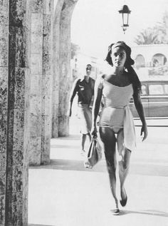 Elizabeth Taylor on vacation- candid