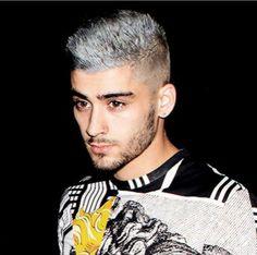 This new hair colour tho Zayn Malek, Malik One Direction, Zayn Malik Photos, New Hair Colors, Hair Colour, Big Brown Eyes, Arab Men, Dear Future Husband, Treat People With Kindness