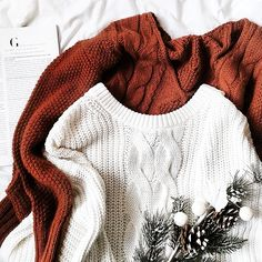 secondhand sweaters flatlay  #white #sweaters #flatlay #sweater #secondhand #winter #swetry #zimowe #lumpeks
