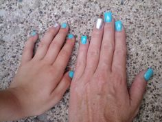 Mommy & daughter matching nail art