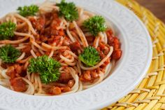 #Vegan Spaghetti with Spicy Lentil Sauce | vegelicacy.com
