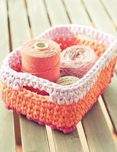 Cestas rectangulares de trapillo (Gallimelmas e Imaginancias) - Patrón en español con Diagrama de Siuke.  http://www.siuke.es/2013/01/patron-cesto-rectangular-crochet.html (Rep) <>