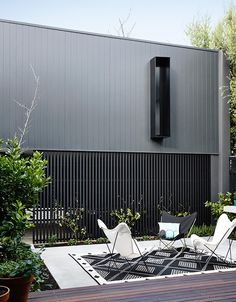 This minimalist home designed the Elwood Townhouse, a private residence with yoga studio located in Elwood, Australia. House Cladding, Exterior Cladding, Facade House, Wall Cladding, Residential Architecture, Architecture Design, Architecture Quotes, Modern Townhouse, Design Case