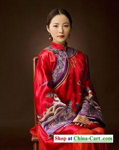 Jiang Yiyan in traditional Chinese wedding dress Chinese Wedding Dress Traditional, Chinese Style, Traditional Dresses, Chinese Bride, Chinese Art, Ao Dai, Asian Woman, Asian Girl, Chinese Clothing