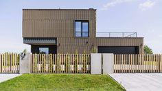 Poznan House von Metaforma in der polnischen Stadt Posen - Dekoration De House Front Design, Tiny House Design, Casa Do Rock, Houses In Poland, Timber Pergola, Architecture Art Design, House On The Rock, Loft, Beach Shack