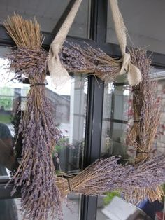Want this wreath.  I adore lavender.