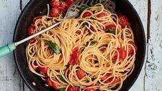 Foto: Matt Russell / ITV Rocket Recipes, Veggie Recipes, Pasta Recipes, Vegetarian Recipes, Cooking Recipes, Pasta Sauces, Veggie Food, Italian Dishes, Italian Recipes