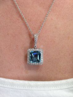 Pendant containing a 6.09ct cushion-cut aquamarine surrounded by a diamond halo in 18k white gold.
