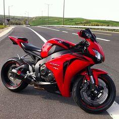 """Clean blade   via: @superbikes2015 #Honda #cbr #SportBikeAddicts"""