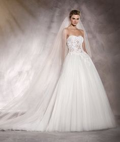 Alesandra - Lace and embroidery wedding dress with a skirt made of layers of tulle