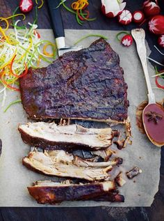 Sticky Chinese ribs - Jamie Oliver Fall-off-the-bone delicious Having super tender pork ribs, shining with a sticky Chinese glaze, always excites me. Get stuck in! Jamie Oliver, Rib Recipes, Asian Recipes, Cooking Recipes, Cooking Bacon, Smoker Recipes, Barbecue Recipes, Cooking Tips, Chinese Ribs