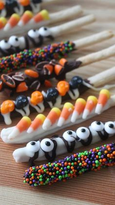 Recipe with video instructions: It turns out the trick to homemade Pocky is delivering more treat. Ingredients: Pocky Dough:, 75 grams cake flour, tablespoon sugar, Large pinch of salt, Bonbon Halloween, Postres Halloween, Dessert Halloween, Halloween Goodies, Halloween Food For Party, Halloween Cupcakes, Halloween 2018, Holidays Halloween, Halloween Kids