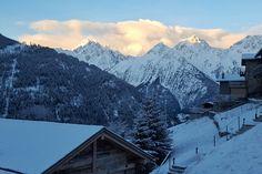 Lever de soleil hivernal sur le massif du mont blanc
