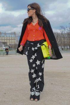 1d81af2397823 Pyjama Pant Street Snap, Street Chic, Paris Street, Neon Bag, Street Style