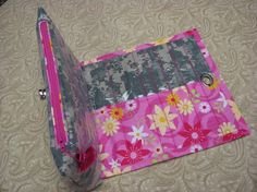 http://www.craftsy.com/pattern/sewing/accessory/cosmetic-bag-with-brush-roll/3628