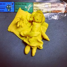 German Sektor: Learning through Play Dough (students visually represent scenes from texts to show comprehension)